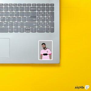 استیکر لپ تاپ دریک در لباس یوونتوس روی لپتاپ