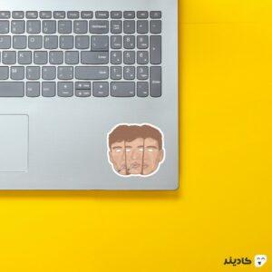 استیکر لپ تاپ پیکی بلایندرز، تامی روی لپتاپ