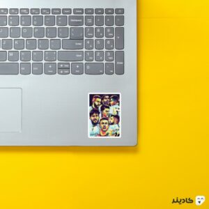 استیکر لپ تاپ پوستر تیم منچسترسیتی روی لپتاپ
