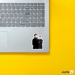استیکر لپ تاپ شرلوک و جان روی لپتاپ