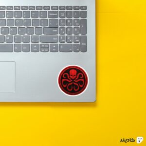استیکر لپ تاپ هایدرا روی لپتاپ