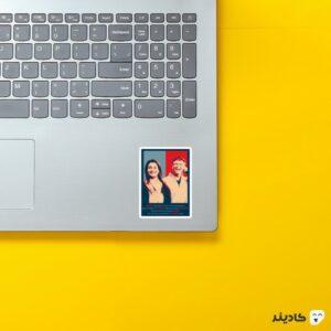 استیکر لپ تاپ بیل گیتس - بیل گیتس و همسرش روی لپتاپ