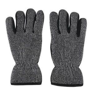 Mustat Heijastavat Magic-sormikkaat. Kuvattuna kämmenen päältä.