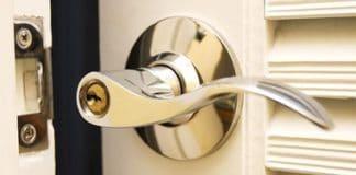 aprire una porta senza chiave