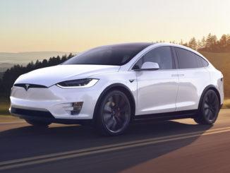 Tesla Model X vs Lamborghini Aventador S Racing Video