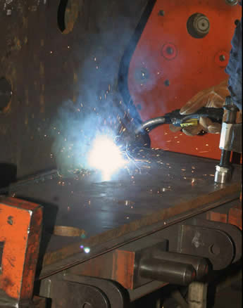 Image of an application that involves a long stretche of high-amperage welding in a stationary welding cell.