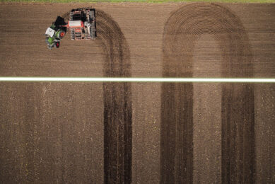 With Fendt TI Turn Assistant's automatic start feature, the operator can choose two turn patterns – U-Turn or Part Field, a new, industry-exclusive wayline pattern that allows the operator to work the field in smaller sections. - Photo: AGCO
