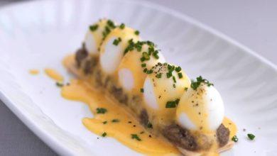 Quail eggs with Hollandaise Sauce