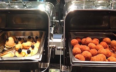 コロンボ空港アラリヤラウンジの食事画像