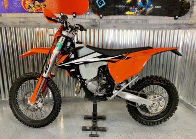 Full sized adult dirt bike