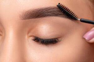 Brow Henna, Augenbrauen färben, Augenbrauen korrektur
