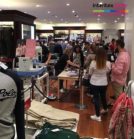 Evento bordado directo en prendas compradas en tienda, Campaña Pink Pony Ralph Lauren Las Rozas de Madrid.
