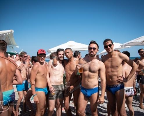 Festa na praia do Orgulho Gay em Sitges