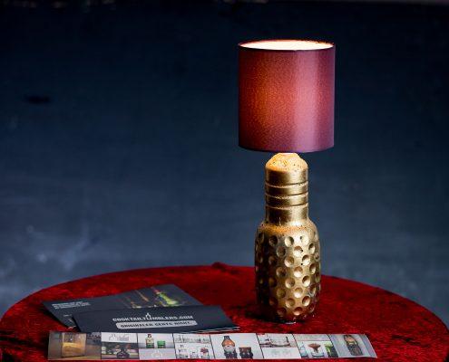 Lampe mit Betonfuß hergestellt aus einer Granini Flasche