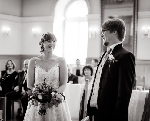 das Brautpaar sieht sich das erste mal