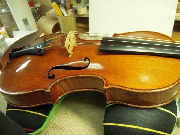 カルロ・トノーニのバイオリン、表板のアーチ