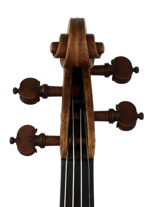 アントニオ・アマティ1588年製のバイオリン『メンデルスゾーン』のスクロール正面