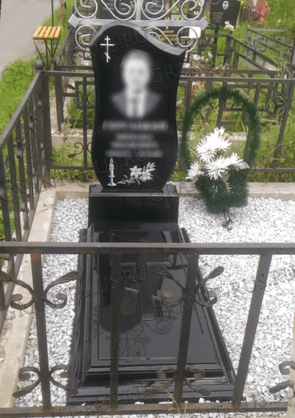 памятник из литьевого мрамора цветник с крестом