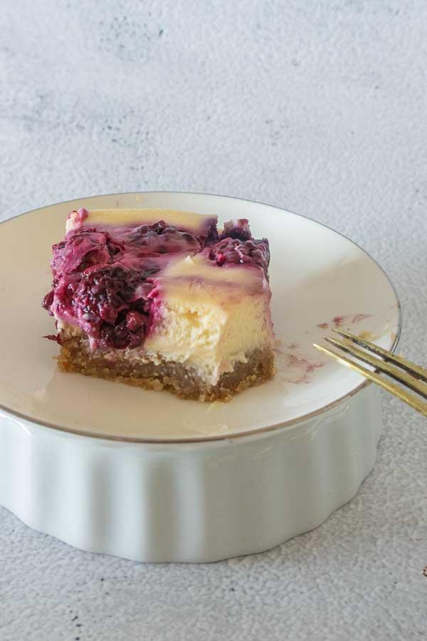 grain free berry cheesecake bars