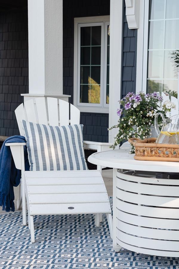 lake house patio decor
