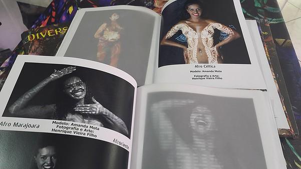 """Livro de Arte """"Diversidade"""" do Artista Henrique Vieira Filho"""
