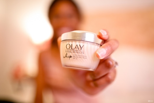 Looking for an anti-aging moisturizer that does what it promises? Read this post first. A detailed review of the Olay Total Effects Whip Face Moisturizer with SPF 25. Discover the 7 in one benefits of Olay Whip and if it is the best product for you! All about #olay, skincare, wrinkles