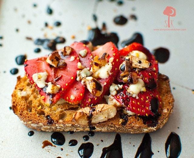 Strawberry-Gorgonzola-Toast-w-Balsamic-Reduction-4