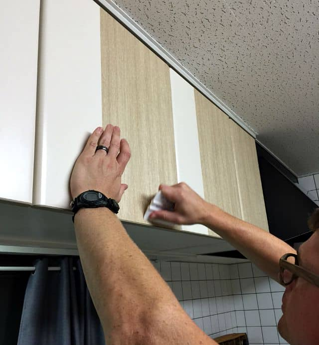 kitchen-cabinet-smoothing
