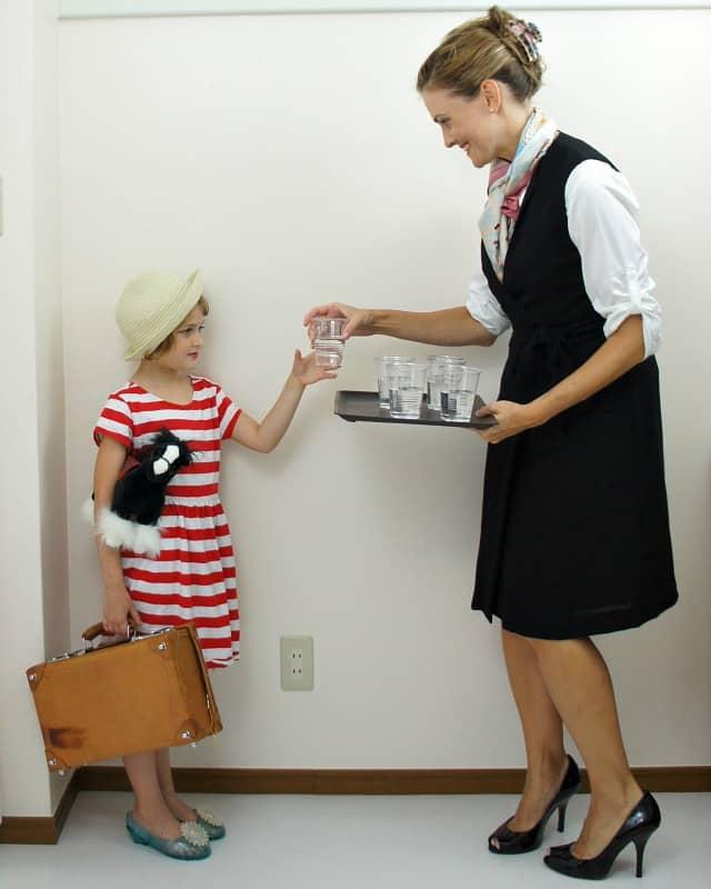 flight-attendant traveler mother daughter costume ideas