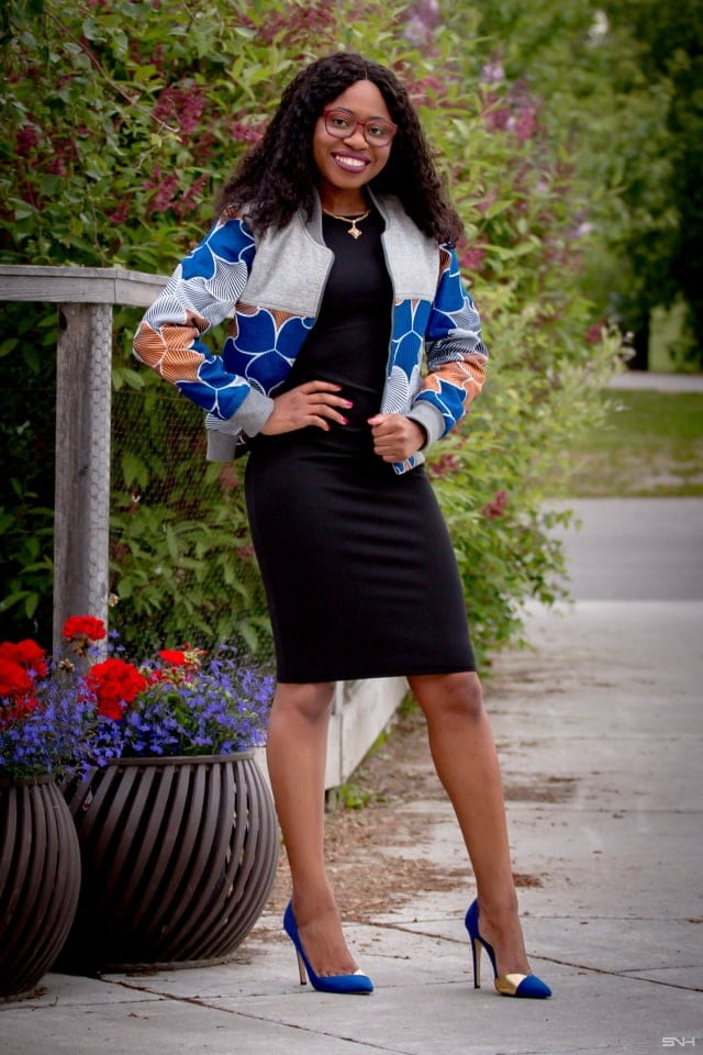 This is the only ankara jacket you need right now! Make a bold statement today in this stylish reversible ankara bomber jacket. Both a completer piece and a transitional outfit, this African print bomber jacket can be worn all year round. Get the scoop on this African bomber jacket and where to score cheap African jackets on the blog. #wakanda Dashiki, African fashion, African prints, Nigerian style Ankara, Dutch wax, Kente, Kitenge, Nigerian fashion, ankara crop top