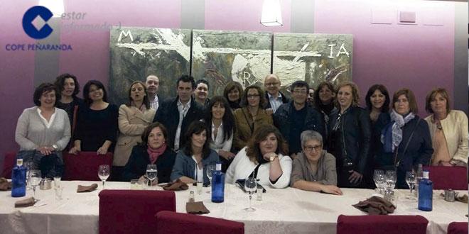 Los quintos del 65 tras la cena de hermandad en el restaurante Las Cabañas