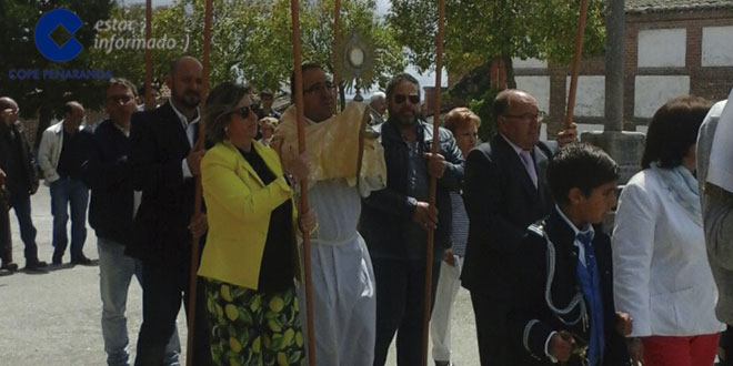 La custodia recorrió las calles de El Campo de Peñaranda en la procesión del Corpus