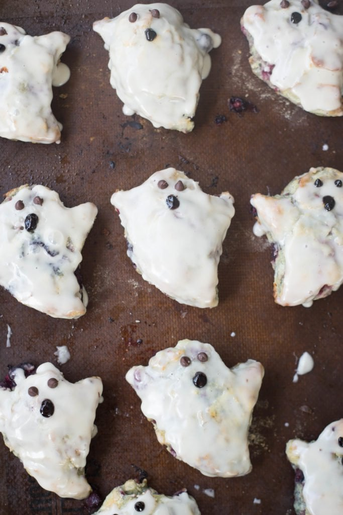 Biscuits cut out and decorated in the shape of ghosts