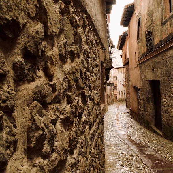 アルバラシンの通りの画像