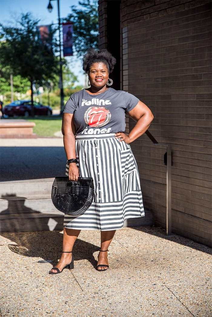 Georgette from Grown and Curvy Women is wearing Blue Printed Top with Vertical Skirt and Black Bamboo Bag   fashion over 40   40plusstyle