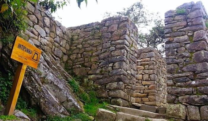 マチュピチュ遺跡を見下ろす太陽の門
