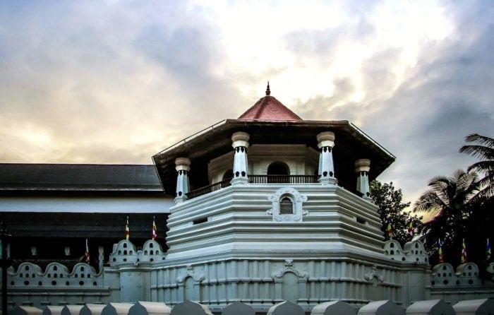 スリランカのキャンディ仏歯寺外観