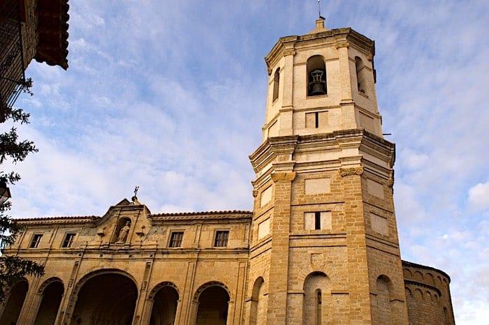 ロダ・デ・イサベナの大聖堂外観の画像