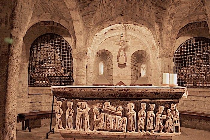 地下にある石棺の画像
