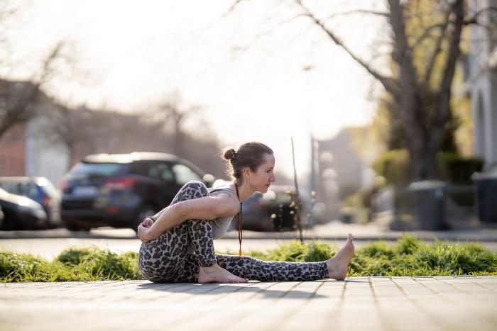 urbanes Yoga Fotoshooting mit Frederike Fernández Canon EOS R & Canon RF 85mm f1.2
