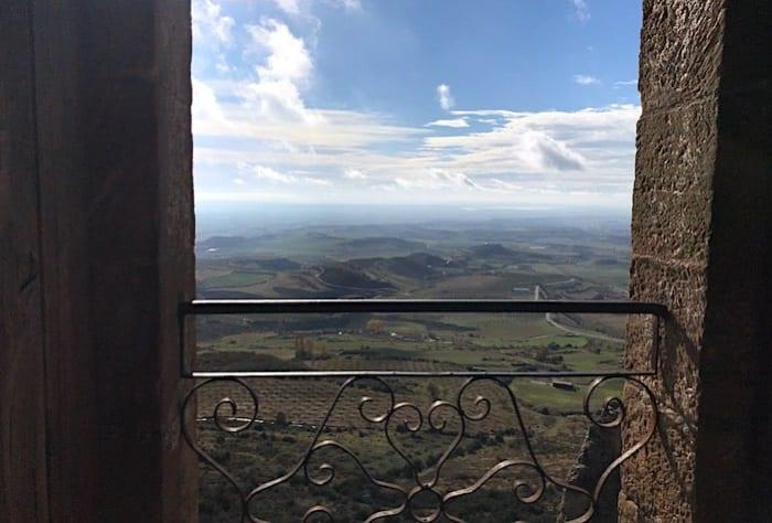 教会のテラスからの風景画像