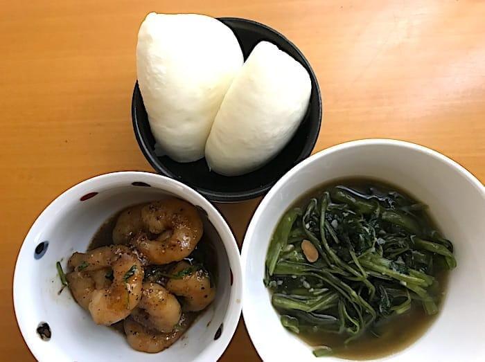 海南鶏飯食堂のエビ料理と季節の野菜炒め画像