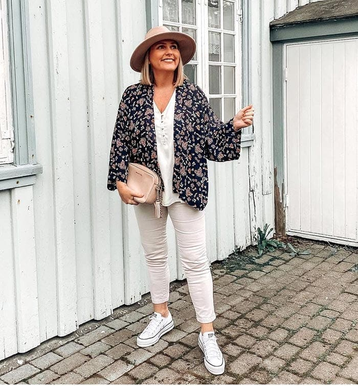 How to dress when you are petite - Jona in a floral jacket | 40plusstyle.com