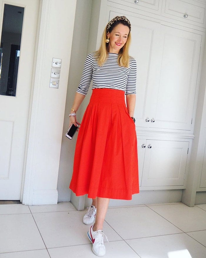 Striped shirt, midi skirt and sneakers | 40plusstyle.com