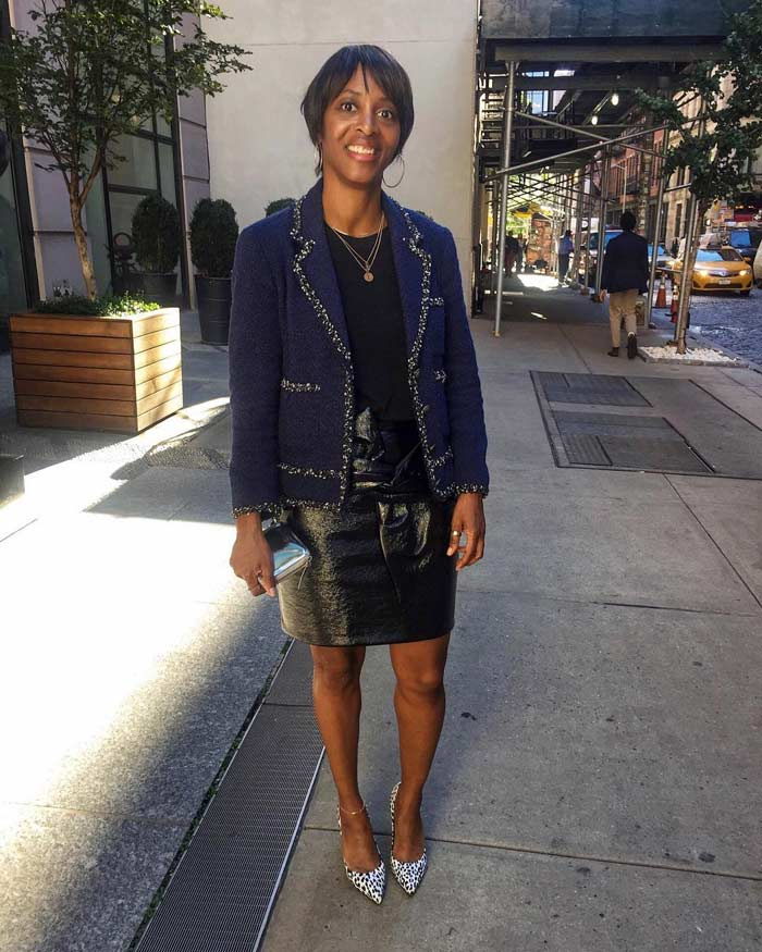 wearing a pencil skirt for women over 40 | 40plusstyle.com