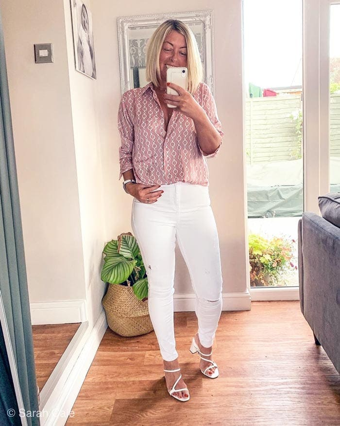 how to wear white pants - skinny jeans with a blouse | 40plusstyle.com
