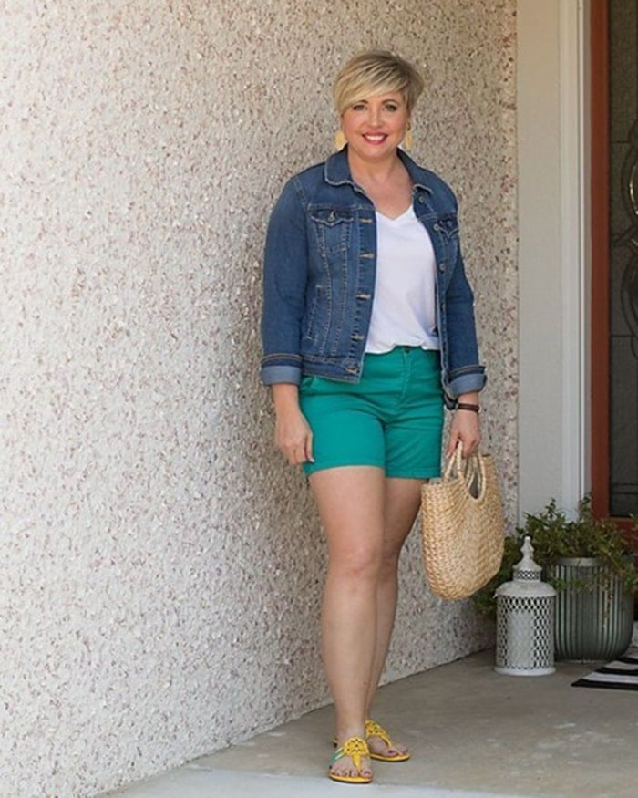 How to wear green - Fonda in green shorts   40plusstyle.com