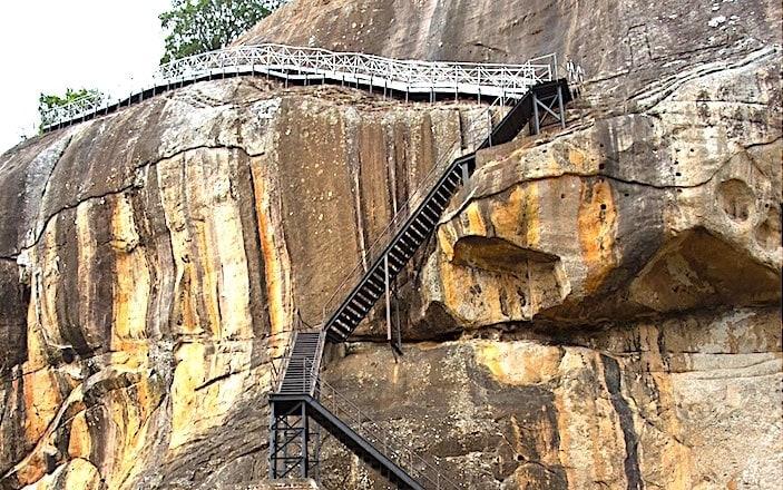 シギリヤロック頂上手前の階段の画像