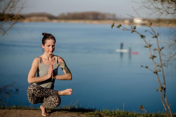 Yoga Shoot in der Abendsonne am Alperstedter See bei Erfurt Canon EOSR & RF 85mm f/1.2L USM