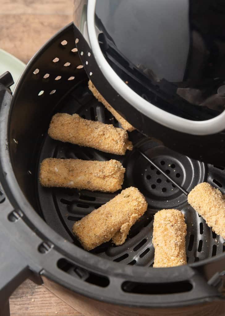 how to cook frozen mozzarella sticks in the air fryer